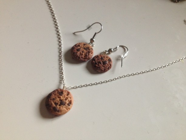 Chocolate-Chip Cookie Necklace and Earrings Set