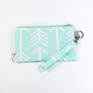 Medium Wristlet Zipper Pouch Clutch - Mint Arrow