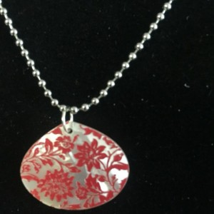 Shell necklace embossed with lace design
