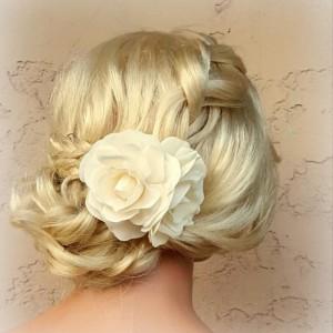 Ivory Flower Hair Clip, Ivory Fascinator, Gardenias, Wedding Fascinator, Bridal Hair Clip, Flower Fascinator, Gardenia Flower Hair Clip