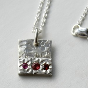 Raspberry sapphire tag