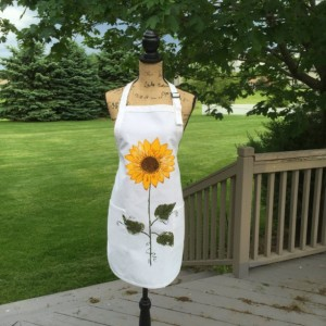 Sunflower apron for women, white apron with pockets, baking gifts, mothers day from daughter, rustic wedding gift, bridal shower gift, best