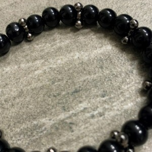 Men's stretch black glass beaded bracelet 7-8mm with gunmetal accent beads