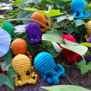 Rainbow MINI OCTOBABY SET - crochet hand-dyed wool octopus amigurumi