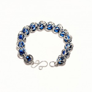 Blue chainmaille bead bracelet
