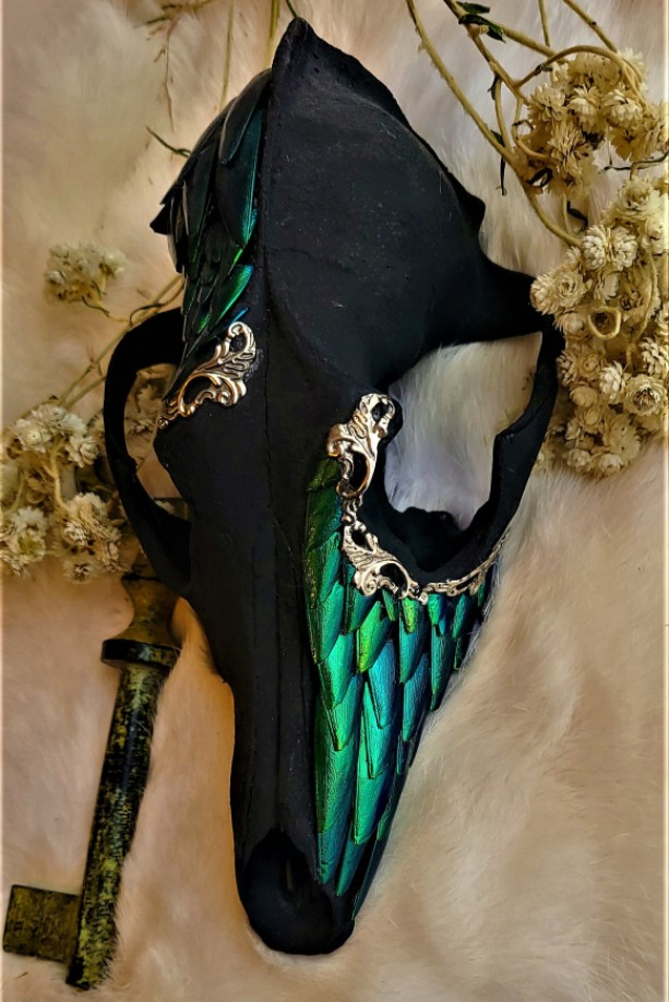 Wunderland Exclusive // Elegant death. ONE OF A KIND!! // decorated skull // wings // curiosity collection // green wings // gothic home