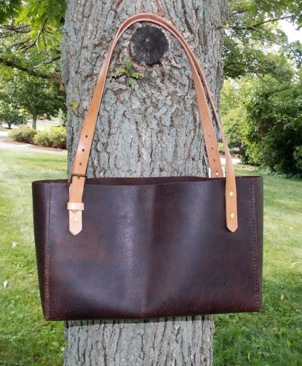 Leather bag, Leather Tote, with divider and multiple pockets and adjustable shoulder straps.