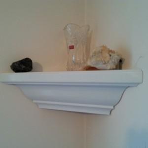 Crown corner shelf