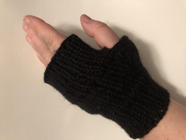 Basic black fingerless gloves