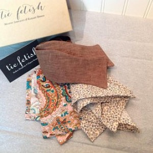 Brown linen bow tie and two pocket squares dapper box set