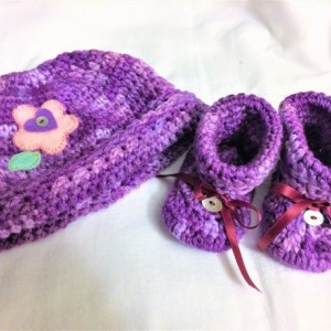 Purple love Crochet Newborn Set, Baby girl Set, Crochet Baby girl Hat and Booties Set, flower decorated DES#004