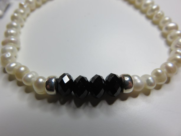Mini pearls & Black Bracelet
