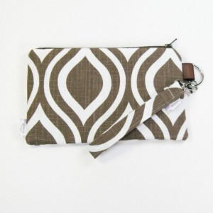 Medium Wristlet Zipper Pouch Clutch - Chocolate Mod