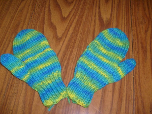 Hand Knit Childrens Mittens- Banana Berry
