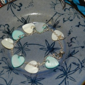 Mother of Pearl Heart Charm Bracelet E07151