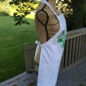 White holly and berry Christmas apron with pockets, baking gifts, hostess gift, holiday apron for women, best selling items Mothers day gift
