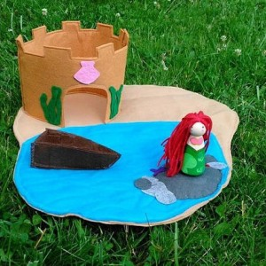 Mermaid play mat - Mermaid castle - Mermaid doll - Small doll play mat - playmat - Small dolls - Felt play mat - Dollhouse - Felt castle
