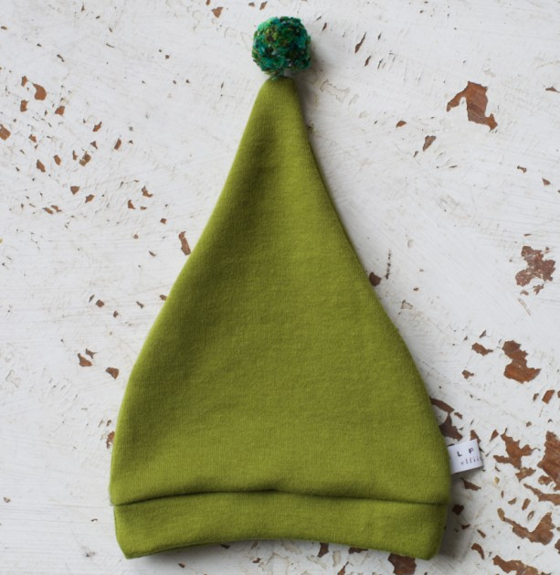 0-3 mo Elf - Hobbit - Gnome - Dwarf Hat with PomPom Tail. Newborn hat in green cotton fabric.