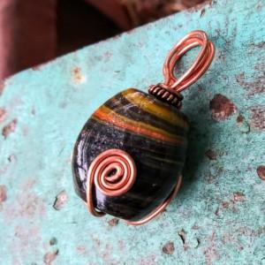 Three sided pendant