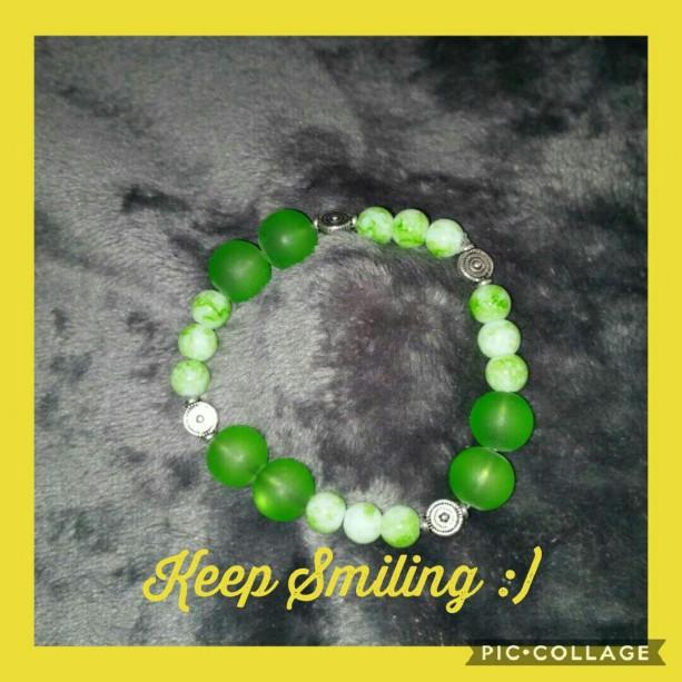 Keep smiling green bracelet