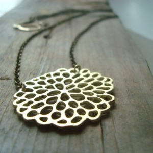 Gold Chrysanthemum Necklace Metalwork Simple Modern Flower Jewelry Asian Style