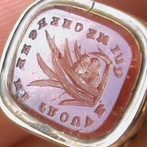 "Vintage Insignia Fine Silver Pendant - ""Who Seeks Me, Finds Me,"" in French"
