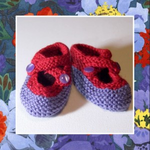 JAZZY - Hand Knitted Booties in Lilac and Red