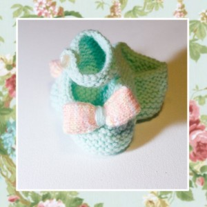 BUTTONS 'n' BOWS - Hand Knitted Booties in Aqua and Peach