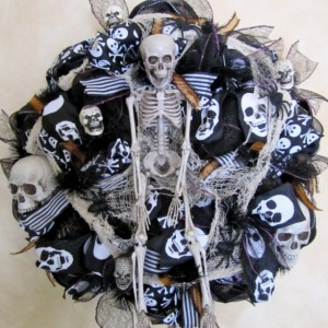 Black Mesh Halloween Wreath Spooky wreath Skeleton Wreath Deco Mesh Halloween Wreath Day of the Dead Wreath