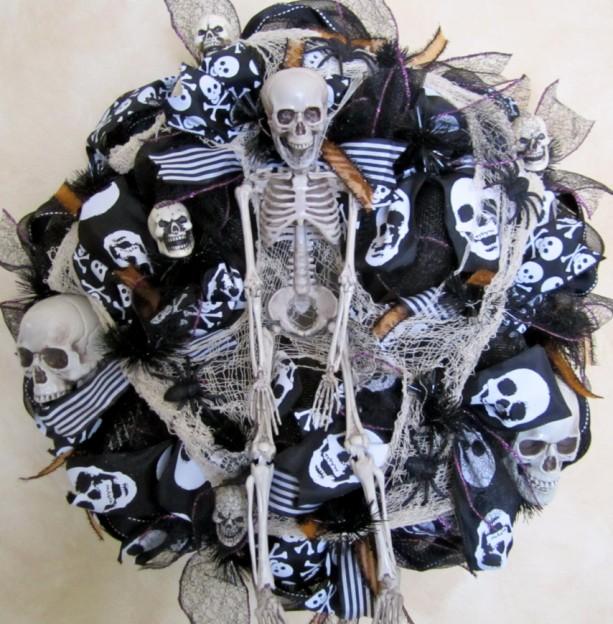 Black mesh halloween wreath spooky wreath skeleton wreath deco me aftcra - Deco porte halloween ...