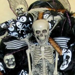 Black Mesh Halloween Wreath Spooky wreath Skeleton Wreath Deco Mesh Halloween Wreath Day of the Dead Wreath