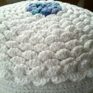 """Round crochet pillow, textured and smooth sides, 16"""" round, white and blue, baby nursery pillow"""