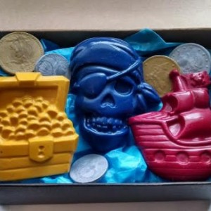 Pirate Treasure Chest Crayons gift box