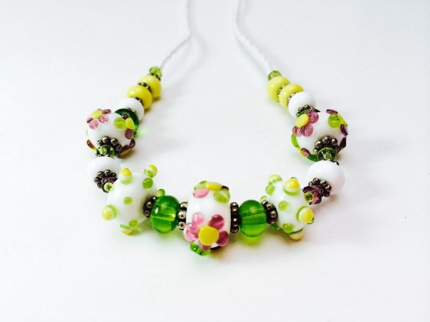 Spring Daisy beaded necklace, lampwork jewelry, white, green, yellow, floral necklace, floral jewelry, daisy jewelry, beaded jewelry