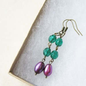 Emerald Green Earrings. Purple Plum Fresh Water Pearl Earrings. Vintage Inspired Earrings.