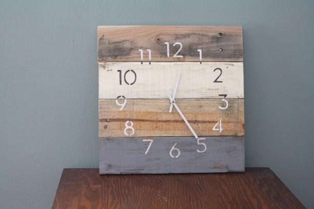 Modern Beach house clock.  MODERN Numbers.  Rustic Yet Hip.  Recycled, Reclaimed, Repurposed Pallet Wood Wall Clock.  Custom Color.