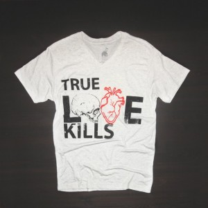 T Shirt Urban V Neck True Love Kills in White