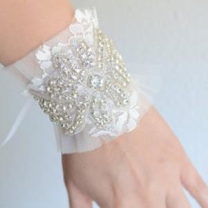 READY TO SHIP,Ivory Tulle Lace Bracelet,Statement Bracelet,Statement cuff,bridal cuff, rhinestone tulle bracelet, Ivory lace bracelet