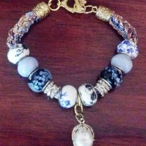 White pearl drop, charm bracelet, knitted bracelet, handmade jewelry, fashion jewelry, unique gift, pearl bracelet