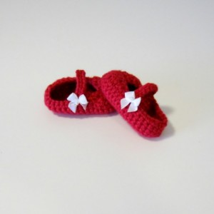 Crochet baby shoes, crochet Mary Janes, shoes with bow, red baby shoes, baby booties, red crochet baby shoes, Mary Janes, crochet shoes