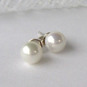White Pearl earrings / bridal earrings / wedding pearls / shell pearl / pearl post earrings