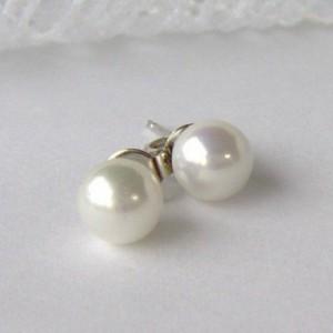 White Pearl earrings / bridal earrings / wedding pearls / shell pearl / pearl post earrings