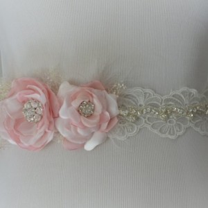 READY TO SHIP, Blush Flower Bridal sash, Lace sash, Blush Flowers, Dark rose color, Blush Feathers,Rhinestones, Flower with feather sash