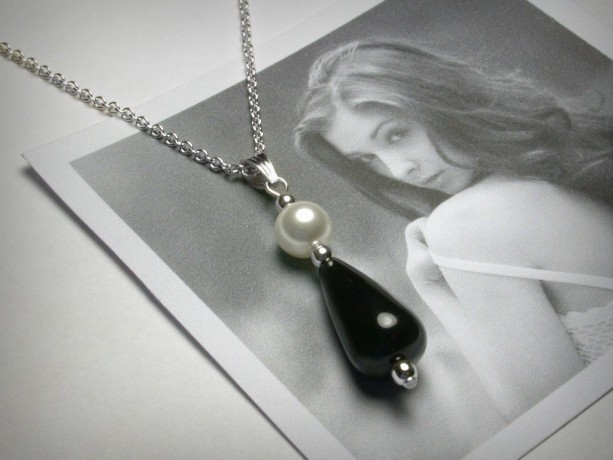 Black Onyx Necklace, Black Onyx Pendant, Black and White Necklace, Sterling Silver Necklace, Pearl Necklace, Pearl Pendant, Black Jewelry