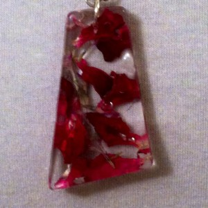 Real Red rose petals, romantic botanical necklace in resin. Dried flower jewelry,  Nature jewelry Boho Chic. Eco friendly and Beautiful!