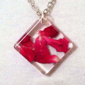 Red rose petals, geometric, romantic, eco friendly, nature jewelry botanical necklace in resin. Dried flowers pendant. Real flowers.