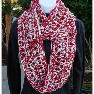 INFINITY SCARF Loop Cowl Red & White Extra Thick Bulky Warm Soft Crochet Knit Winter Circle, Christmas Neck Warmer..Ready to Ship in 2 Days