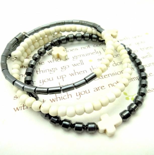 Simple Wrap Bracelet, Cream Memory Wire,Trendy Teen Bracelet, White Cross Bracelet, Simple Chic Bracelet, Off White Bracelet