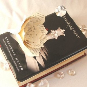 Book flower wedding Decor, Book page flowers, Paper book Flowers, Fake Flower, Bridal flowers, Wedding flower, Baby shower decor, Paper Rose