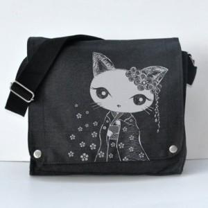 kimono kitty Messenger bag